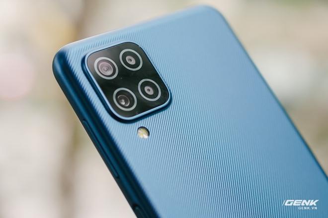 Trên tay Galaxy A12: Thiết kế trẻ trung, cụm 4 camera 48MP chất lượng, pin 5000mAh, giá chưa tới 4 triệu - Ảnh 6.