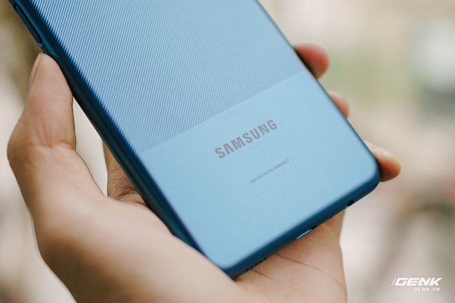 Trên tay Galaxy A12: Thiết kế trẻ trung, cụm 4 camera 48MP chất lượng, pin 5000mAh, giá chưa tới 4 triệu - Ảnh 7.