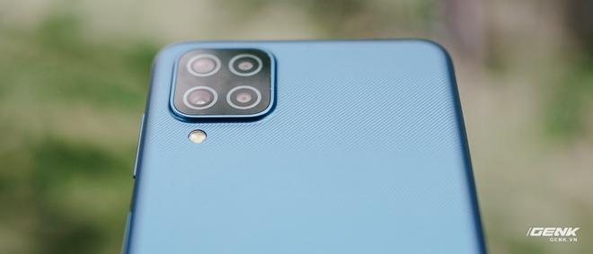 Trên tay Galaxy A12: Thiết kế trẻ trung, cụm 4 camera 48MP chất lượng, pin 5000mAh, giá chưa tới 4 triệu - Ảnh 4.