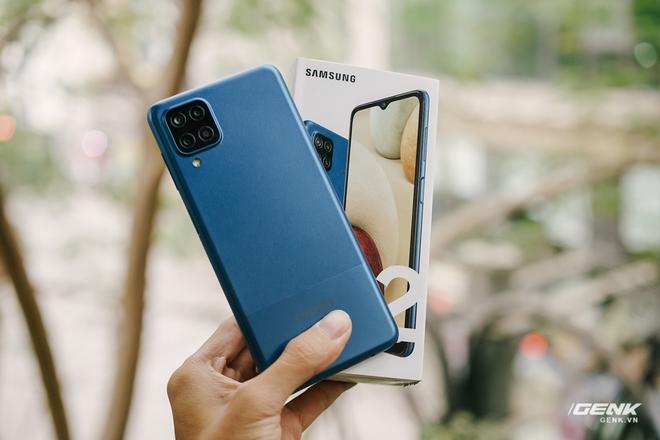 Trên tay Galaxy A12: Thiết kế trẻ trung, cụm 4 camera 48MP chất lượng, pin 5000mAh, giá chưa tới 4 triệu - Ảnh 15.
