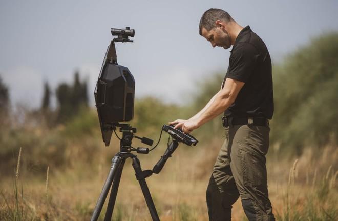 Israel ra mắt công nghệ nhìn xuyên tường từ xa cực tối tân, nhạy đến mức phát hiện được cả nhịp thở - Ảnh 1.