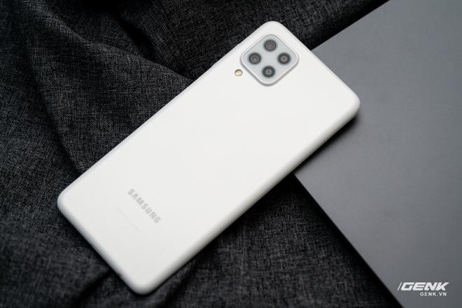 Trên tay Samsung Galaxy M22: Dày dặn để tích hợp pin 5000mAh, màn hình 90Hz, camera 48MP - Ảnh 2.