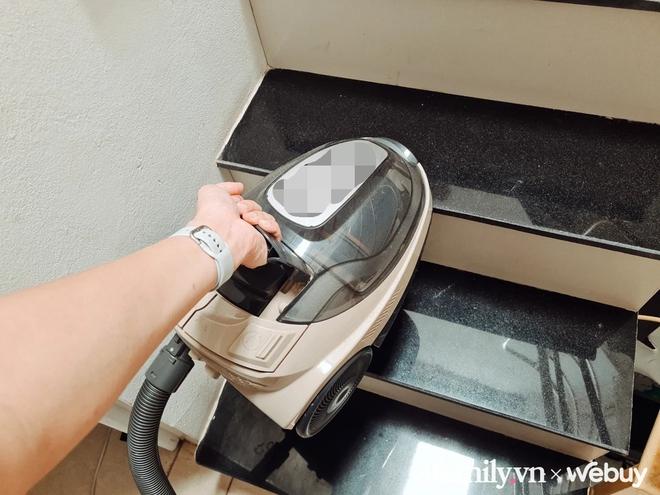 Ở nhà đất nhiều tầng mới nhận ra, thà mua máy hút bụi cầm tay vài trăm còn tiện hơn loại máy thùng tiền triệu - Ảnh 2.