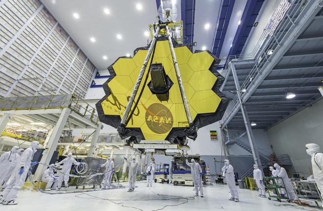 Kính viễn vọng Không gian James Webb hoàn thành chuyến hải trình hơn 9.000 km, sắp sẵn sàng lên không vào cuối năm nay - Ảnh 1.