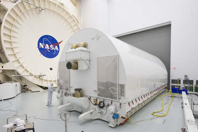 Phương pháp ship kính viễn vọng James Webb đặc biệt của NASA: một hộp kính nặng 76 tấn, dài 33,5 mét - Ảnh 2.