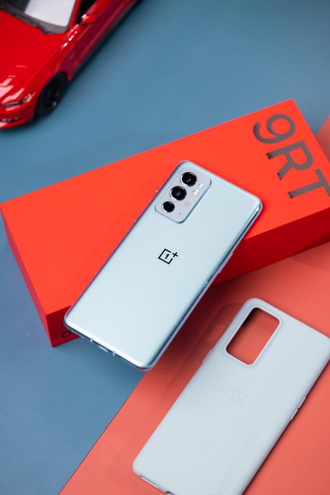 OnePlus 9RT ra mắt: Màn hình AMOLED 120Hz, Snapdragon 888, camera dùng cảm biến của OPPO Find X3, giá từ 11.6 triệu đồng - Ảnh 2.