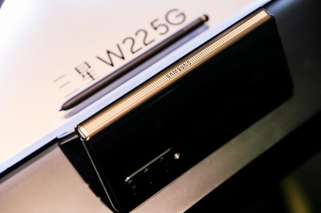 Samsung W22 5G ra mắt: Là Galaxy Z Fold3 đổi tên nhưng chỉ dành cho người dùng Trung Quốc, giá 60 triệu đồng - Ảnh 4.