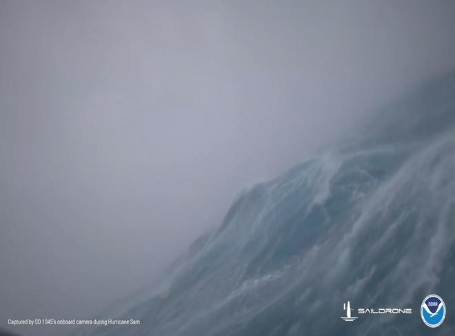 Dựng tóc gáy với cảnh quay đáng sợ như phim thảm họa từ cơn bão cấp 4 giữa biển khơi - Ảnh 3.