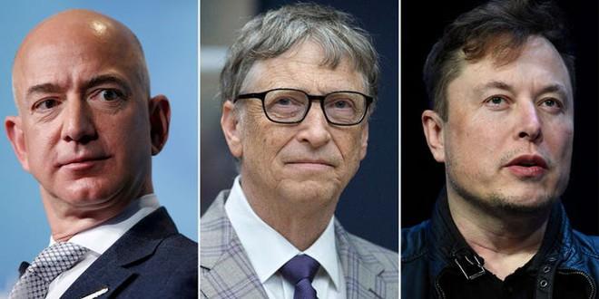 Elon Musk và Jeff Bezos chạy đua ra ngoài vũ trụ, ông Bill Gates tỏ thái độ băn khoăn: Chúng ta còn nhiều việc phải làm trên Trái Đất - Ảnh 1.