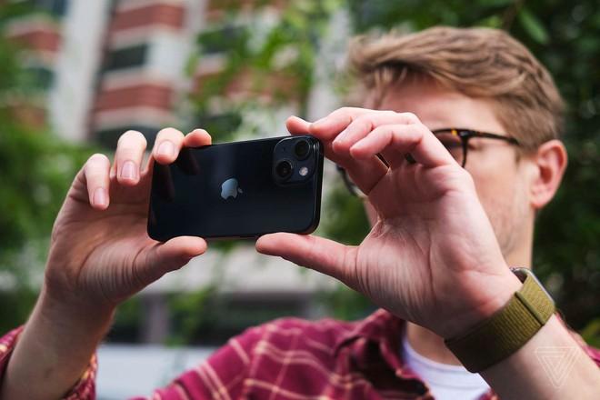 Thử nghiệm thực tế thời lượng sử dụng pin của iPhone 13 mini và iPhone 13 Pro Max: Kết quả thực sự bất ngờ - Ảnh 1.