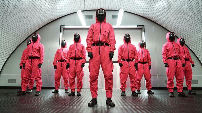 Xứng danh công xưởng thế giới, thương nhân Trung Quốc đang kiếm bộn từ Squid Game dù phim không được chiếu tại đây - Ảnh 2.