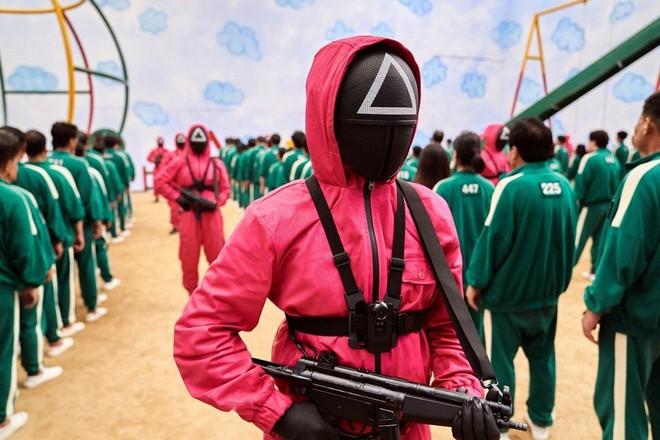 Xứng danh công xưởng thế giới, thương nhân Trung Quốc đang kiếm bộn từ Squid Game dù phim không được chiếu tại đây - Ảnh 3.