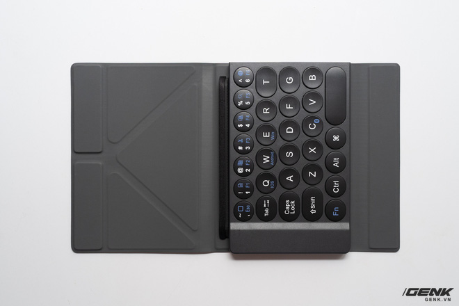 Trải nghiệm nhanh bàn phím gập MiPOW Mini Slim-Fold mỏng nhất thế giới: Gõ chưa đã tay nhưng bù lại gấp gọn như cuốn sổ rất đẹp - Ảnh 3.