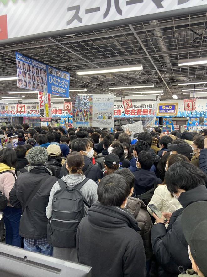 Bất chấp Covid-19, game thủ Nhật vẫn chen nhau đi mua PS5 - Ảnh 4.