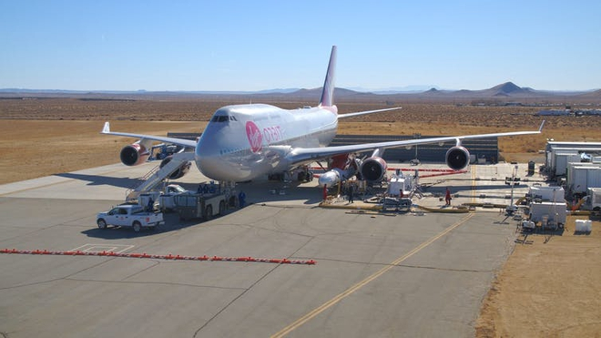Đây là cách hãng hàng không vũ trụ Virgin Orbit phóng tên lửa lên quỹ đạo từ một chiếc Boeing 747 - Ảnh 2.
