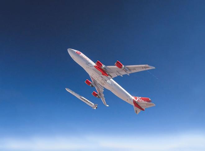 Đây là cách hãng hàng không vũ trụ Virgin Orbit phóng tên lửa lên quỹ đạo từ một chiếc Boeing 747 - Ảnh 1.