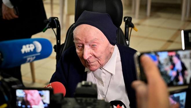 Cụ bà già thứ hai trên thế giới sống sót thần kỳ sau khi nhiễm Covid-19, lập kỷ lục ở tuổi 116 - Ảnh 2.