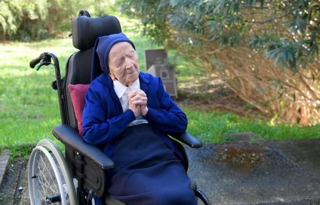 Cụ bà già thứ hai trên thế giới sống sót thần kỳ sau khi nhiễm Covid-19, lập kỷ lục ở tuổi 116 - Ảnh 4.