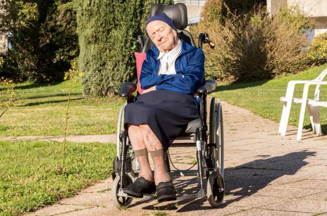 Cụ bà già thứ hai trên thế giới sống sót thần kỳ sau khi nhiễm Covid-19, lập kỷ lục ở tuổi 116 - Ảnh 1.