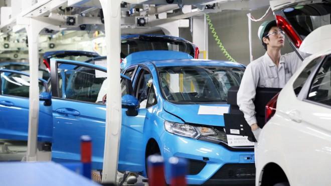 """Thiếu chip khiến ngành công nghiệp xe hơi """"điêu đứng"""" vì chậm trễ trong dây chuyền sản xuất - Ảnh 1."""
