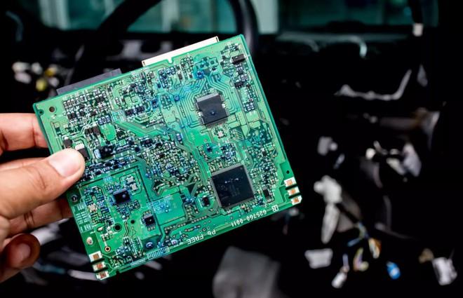 """Thiếu chip khiến ngành công nghiệp xe hơi """"điêu đứng"""" vì chậm trễ trong dây chuyền sản xuất - Ảnh 2."""