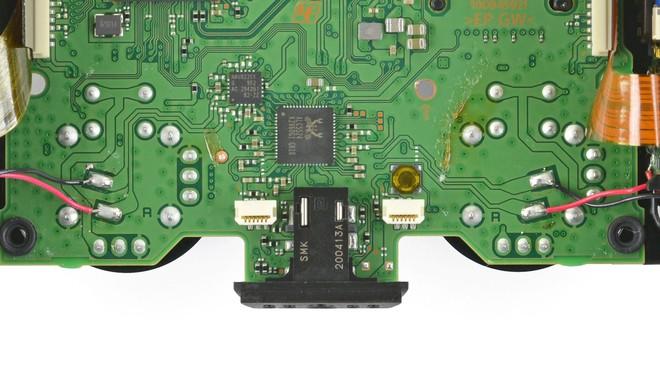 iFixit tìm ra bí ẩn lớn bên trong tay cầm DualSense của PS5, lý giải vì sao cần joystick lại nhanh hỏng đến thế - Ảnh 5.