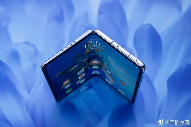 Cận cảnh Huawei Mate X2: Đối thủ xứng tầm của Galaxy Z Fold2 - Ảnh 2.