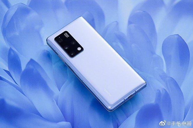 Cận cảnh Huawei Mate X2: Đối thủ xứng tầm của Galaxy Z Fold2 - Ảnh 1.