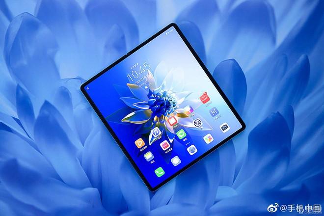 Cận cảnh Huawei Mate X2: Đối thủ xứng tầm của Galaxy Z Fold2 - Ảnh 3.