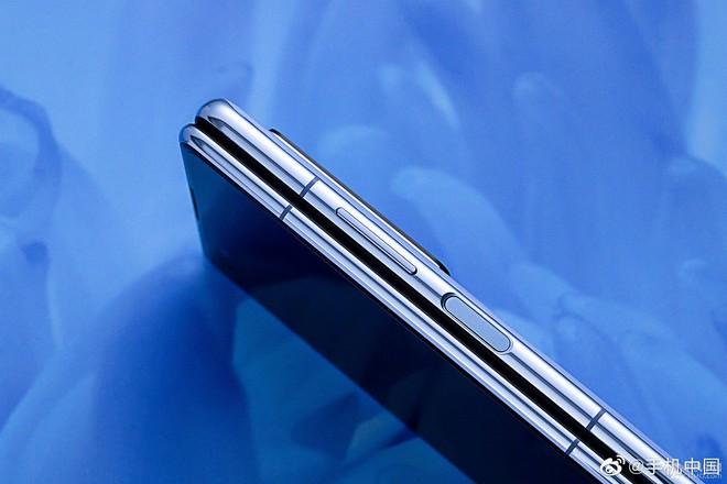 Cận cảnh Huawei Mate X2: Đối thủ xứng tầm của Galaxy Z Fold2 - Ảnh 9.