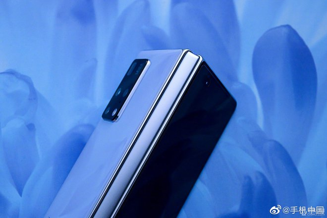Cận cảnh Huawei Mate X2: Đối thủ xứng tầm của Galaxy Z Fold2 - Ảnh 11.