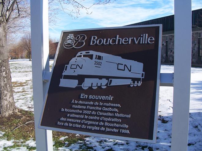 Mất điện, một thị trấn ở Canada kéo đầu tàu diesel xuống phố làm máy phát khẩn cấp - Ảnh 5.
