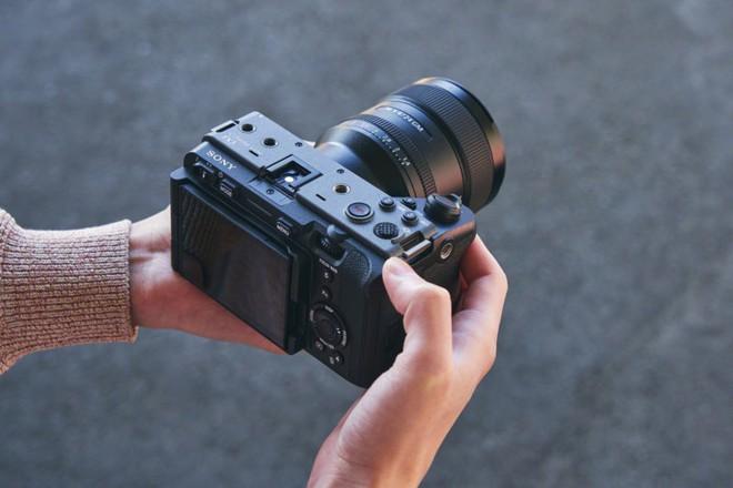 Sony công bố FX3: Máy quay chuyên nghiệp nhỏ gọn, cấu hình tương đương A7S III - Ảnh 3.