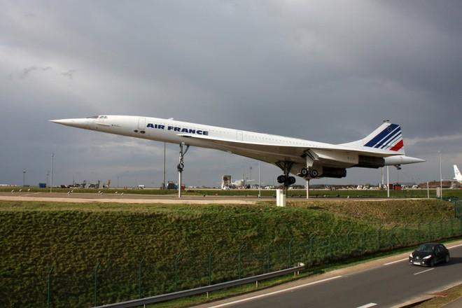 Hoá ra máy bay hỏng động cơ, rơi linh kiện xuống mặt đất xảy ra thường xuyên hơn bạn nghĩ - Ảnh 4.
