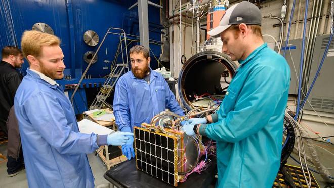 Tấm pin mặt trời ngoài không gian với khả năng thu và bắn năng lượng xuống bất kỳ đâu trên Trái đất - Ảnh 2.
