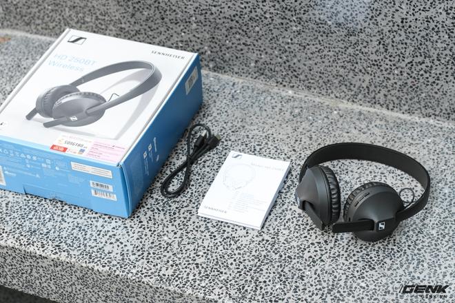 Mở hộp tai nghe không dây Sennheiser HD 250BT: Thiết kế nhẹ nhàng, chất âm phù hợp người chơi hệ K-Pop hoặc EDM, thời lượng sử dụng 25 giờ - Ảnh 2.