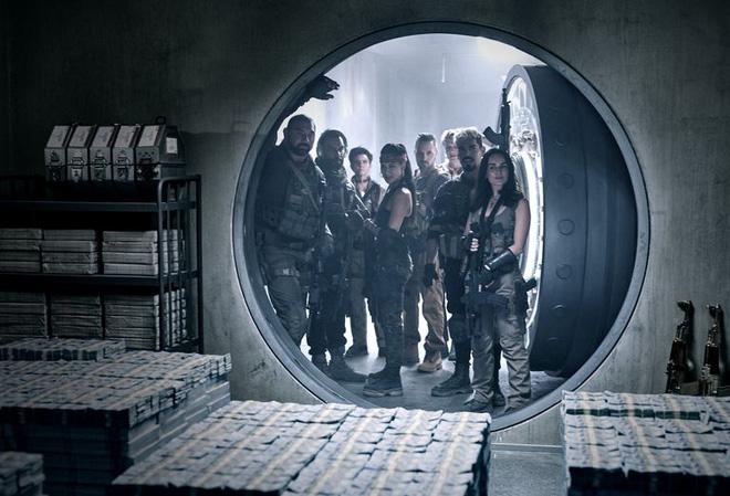 Trailer Army of the Dead lên sóng: Mãn nhãn với phi vụ cướp nhà băng gay cấn giữa trung tâm đại dịch zombie - Ảnh 2.