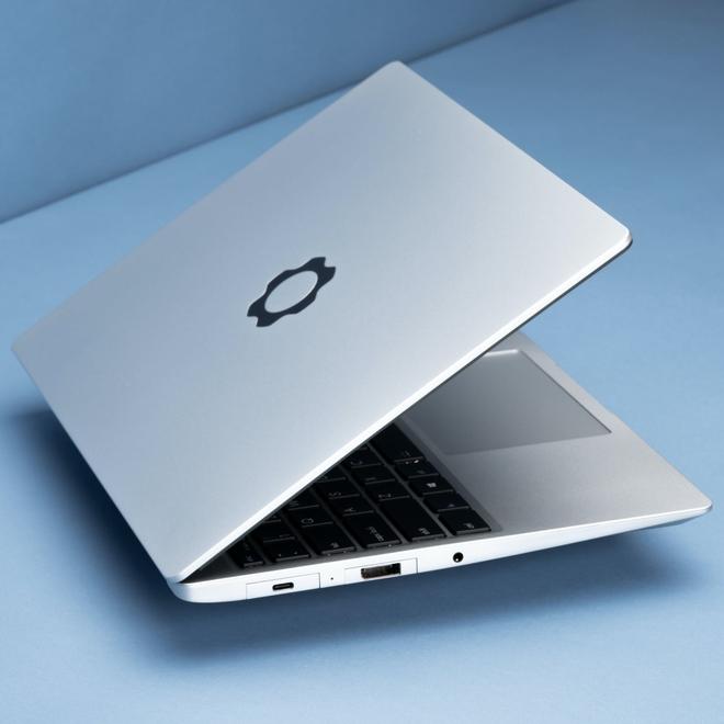 Laptop dễ nâng cấp nhất thế giới ra mắt: Mỏng nhẹ còn hơn cả MacBook Pro M1 của Apple - Ảnh 2.