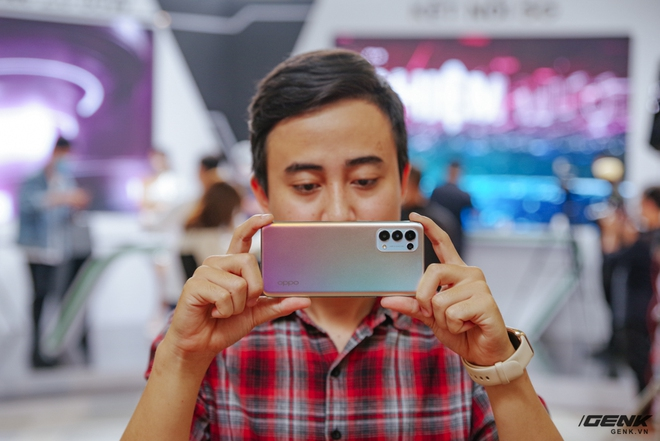 OPPO Reno 5 5G officially launched in Vietnam: Supporting the latest 5G network infrastructure, equipped with a more powerful processor than the 4G version, with additional 65W SuperVOOC 2.0 fast charger - Photo 5.