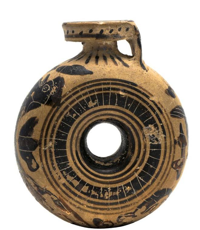 Nước hoa được Cleopatra sử dụng cách đây hơn 2.000 năm có mùi gì? - Ảnh 1.