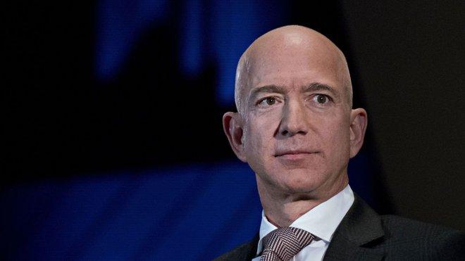 Tỷ phú Jeff Bezos sẽ từ chức CEO Amazon - Ảnh 1.