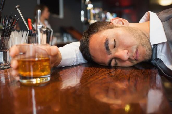 Nghiện bia rượu có thể rút ngắn tuổi thọ của bạn tới 28 năm - Ảnh 1.