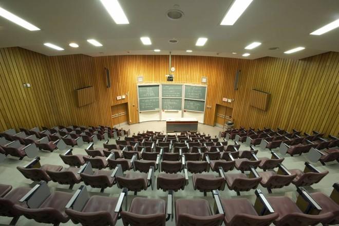 Khi một giáo sư đã chết vẫn đứng lớp giảng dạy: Có lao động trí thức nào rẻ mạt hơn những linh hồn? - Ảnh 5.