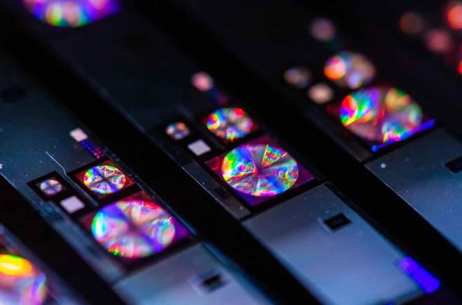 Camera lồi trên smartphone sẽ sớm trở thành dĩ vãng nhờ công nghệ thấu kính phẳng mới đang được phát triển - Ảnh 4.