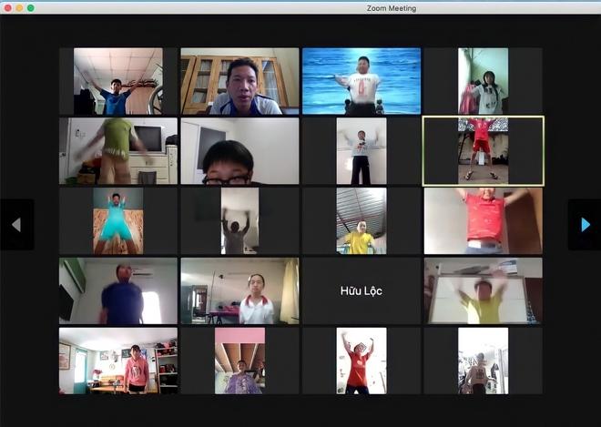 Giáo viên TP.HCM dạy thể dục qua mạng - Ảnh 1.