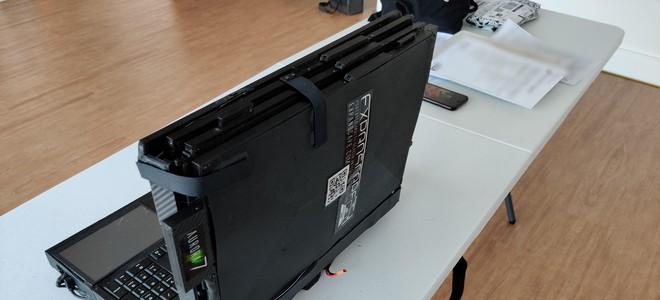 Cận cảnh laptop đầu tiên trên thế giới với... 7 màn hình: Cấu hình siêu khủng, nặng 12Kg, người mua không được tiết lộ giá bán - Ảnh 3.