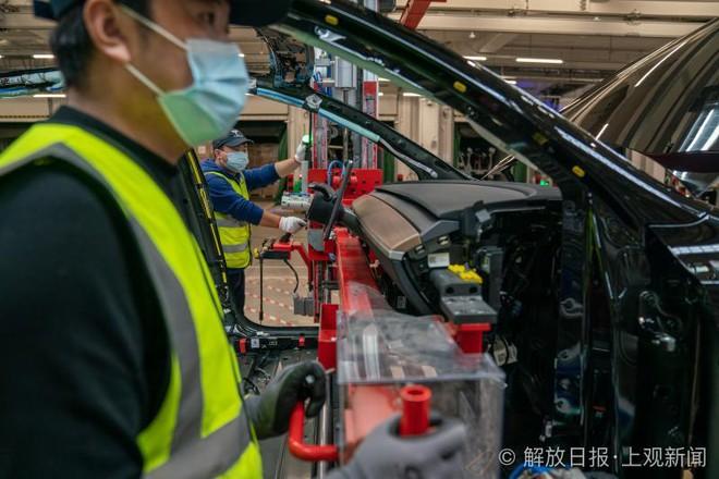 Bên trong siêu nhà máy Tesla Thượng Hải: Chủ tịch ngồi cạnh dây chuyền sản xuất, mọi thứ tự động hóa tối đa, dấu vết từng con ốc đều có thể truy xuất - Ảnh 9.