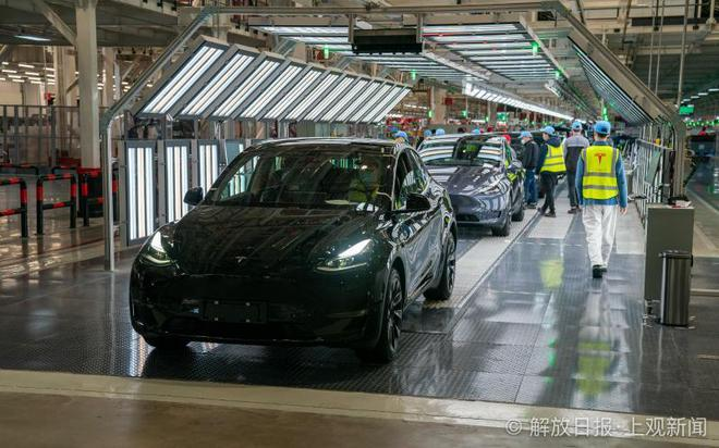 Bên trong siêu nhà máy Tesla Thượng Hải: Chủ tịch ngồi cạnh dây chuyền sản xuất, mọi thứ tự động hóa tối đa, dấu vết từng con ốc đều có thể truy xuất - Ảnh 13.