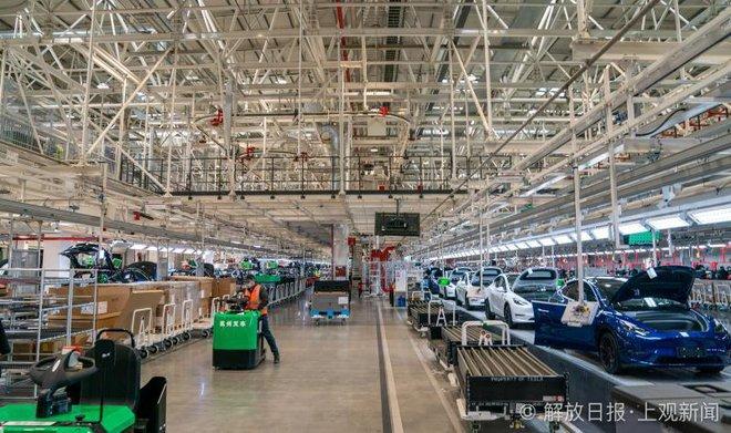 Bên trong siêu nhà máy Tesla Thượng Hải: Chủ tịch ngồi cạnh dây chuyền sản xuất, mọi thứ tự động hóa tối đa, dấu vết từng con ốc đều có thể truy xuất - Ảnh 19.