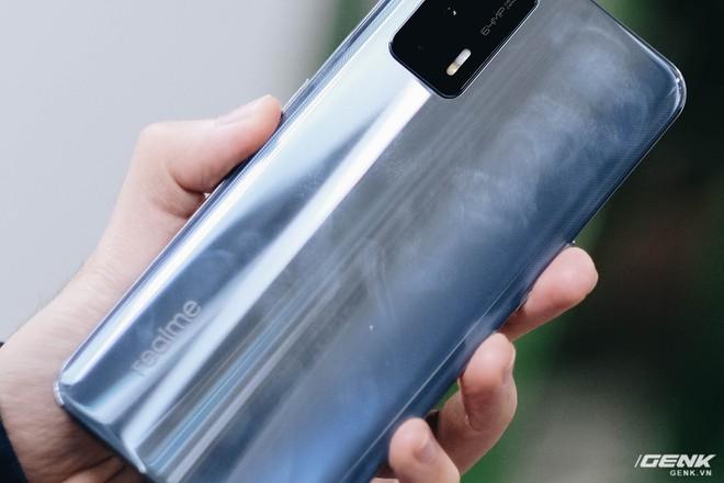 Trên tay Realme GT: Smartphone Snapdragon 888, màn hình AMOLED 120Hz giá rẻ - Ảnh 4.